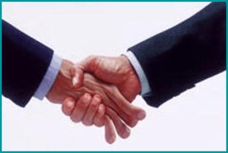 Corporate-Image-Bone-crusher-handshake4